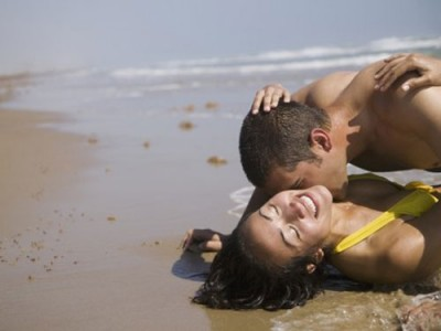 Hooking up on the beach